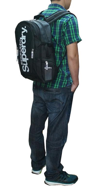 Phong cách của người sử dụng balo laptop Superdry Classic Tarpaulin Backpack